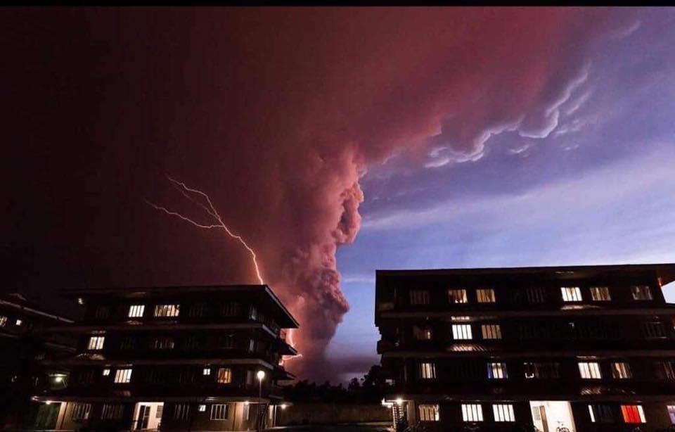 フィリピン・タール火山が大規模噴火